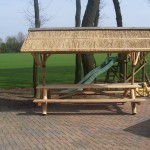 Hout Creatief_picknickbank met rieten kap