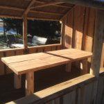 houten overkapping, tuinhuis, veranda met rieten dak