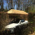 zwevende langwerpige rieten kap, overkapping, carport