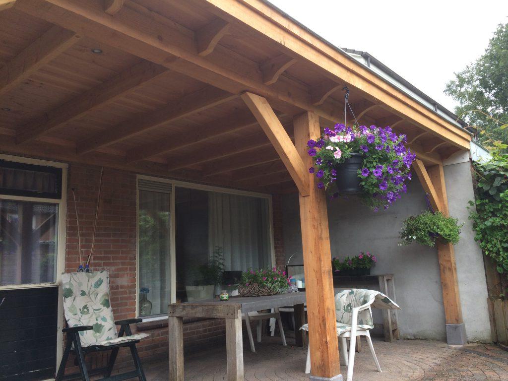 Overkapping voor uw tuin van hout en riet hout creatief hout creatief - Pergola dakbedekking ...